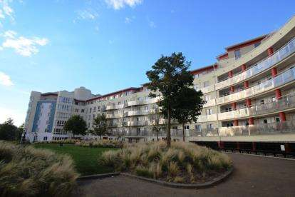 1 Bedroom Flat for sale in The Crescent, Hanover Quay, Harbourside, Bristol