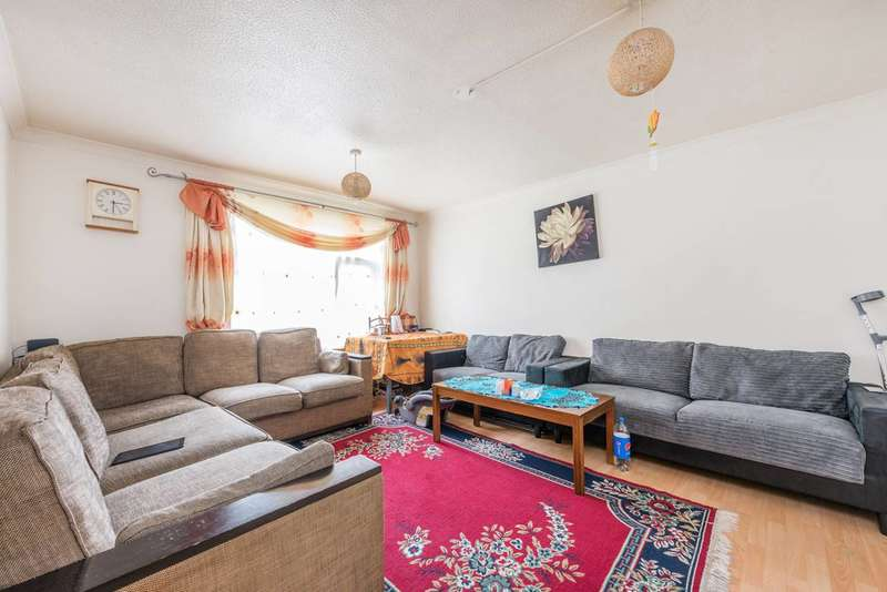 2 Bedrooms Flat for sale in Cromwell Close, Poet's Corner, W3