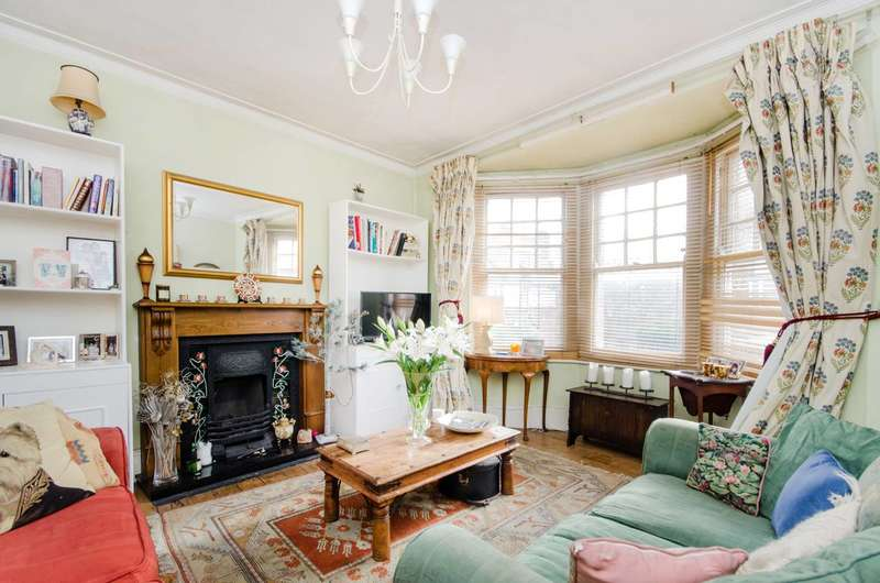 4 Bedrooms Maisonette Flat for sale in Babington Road, Streatham, SW16