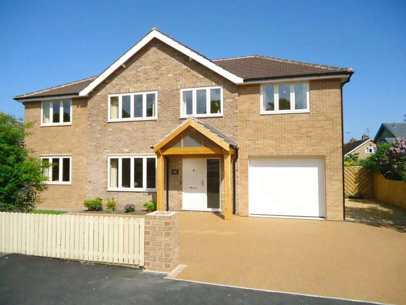 5 Bedrooms Detached House for sale in Castle Howard Drive, Malton