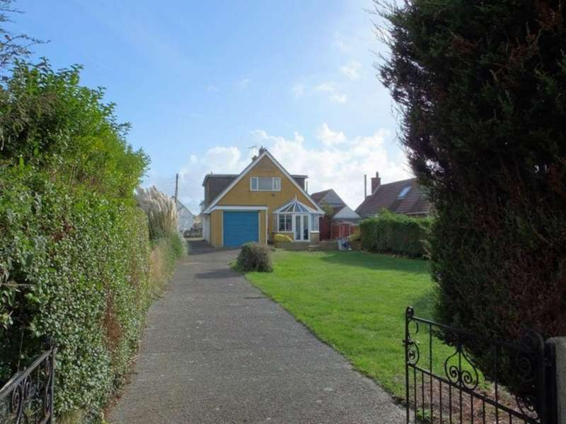 4 Bedrooms Detached House for sale in The Parade, Greatstone, TN28