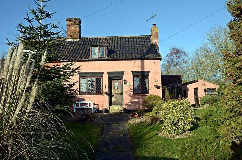 2 Bedrooms Cottage House for sale in Hall Road, Pulham St. Mary, Diss