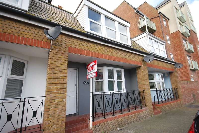 2 Bedrooms Terraced House for sale in Beach Road, Westgate-on-Sea