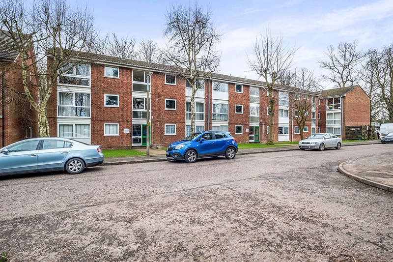 2 Bedrooms Flat for sale in Datchet Close, Woodhall Farm, Hemel Hempstead, HP2