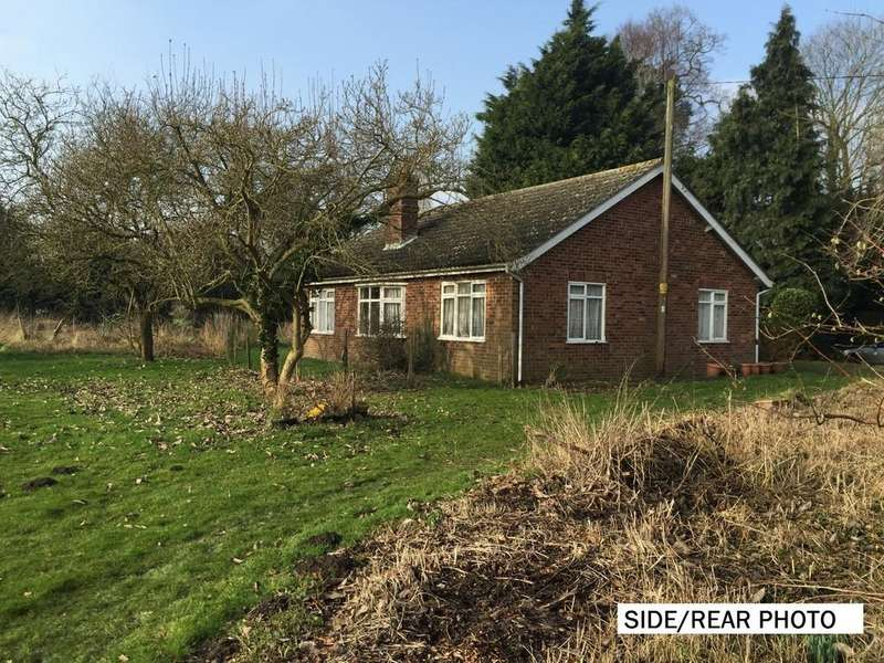 3 Bedrooms Detached Bungalow for sale in Low Road, Great Plumstead