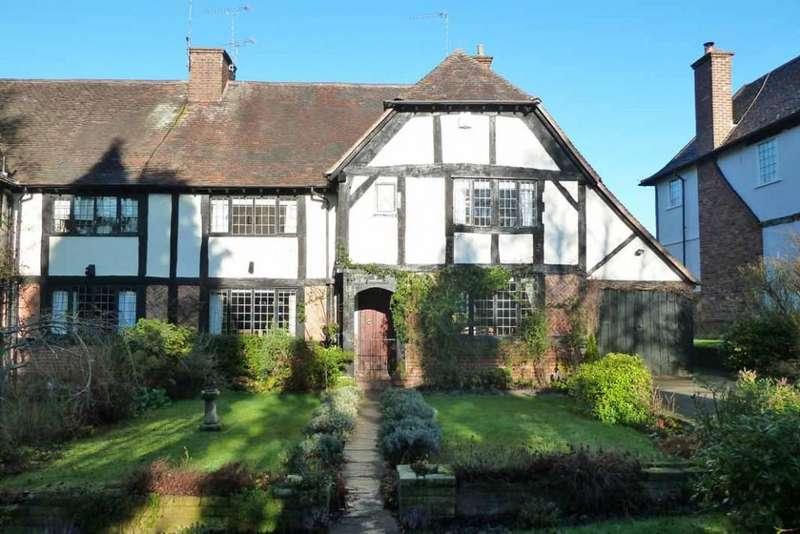 4 Bedrooms Semi Detached House for sale in Castlecroft Gardens, Finchfield, Wolverhampton