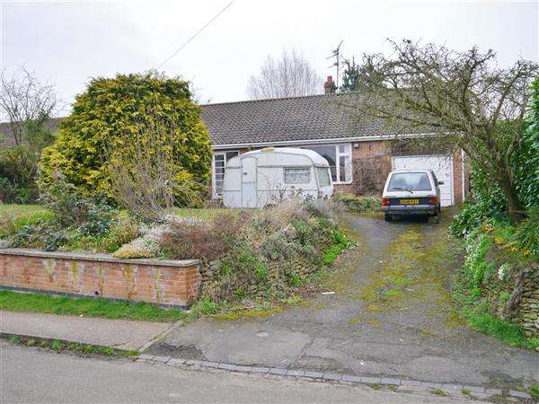 3 Bedrooms Detached Bungalow for sale in The Rockery, 11 Frieston Road, Caythorpe, Grantham