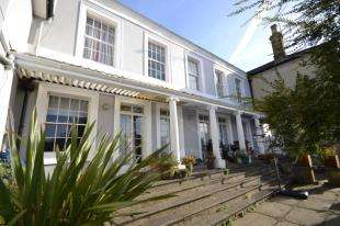 2 Bedrooms Flat for sale in Cambridge House, Cambridge Gardens, Tunbridge Wells, Kent