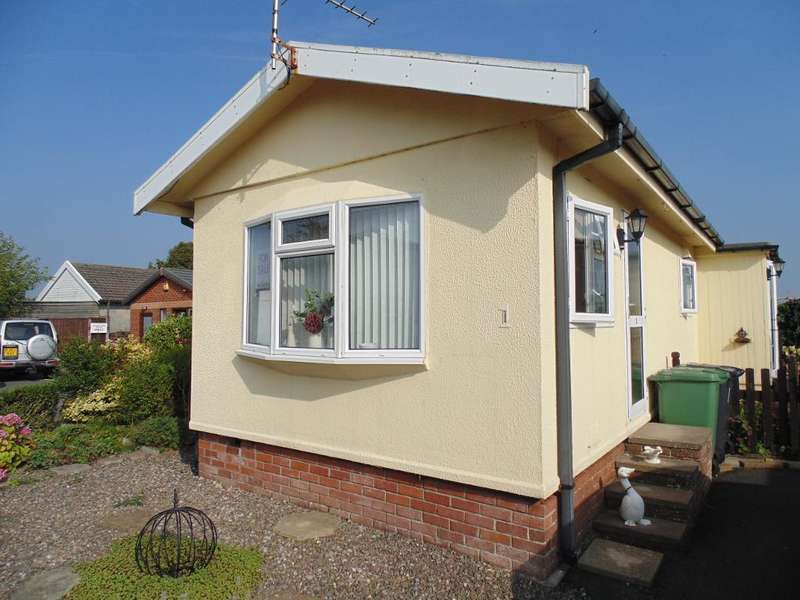2 Bedrooms Park Home Mobile Home for sale in Grove Park, Sea View Park, Warton, Lancashire, PR4 1SW