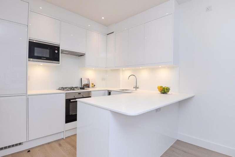 3 Bedrooms Flat for sale in Replingham Road, Southfields, SW18
