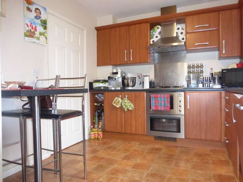 3 Bedrooms Semi Detached House for sale in Victor Close, Shortstown, Bedford, MK42