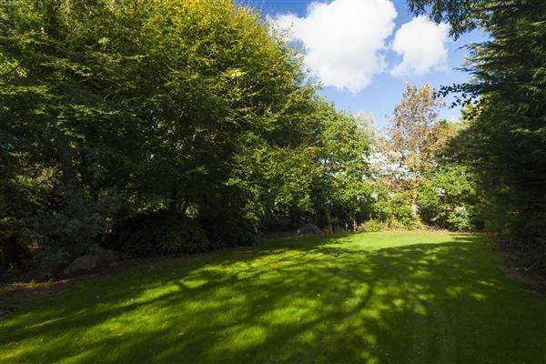 3 Bedrooms Detached Bungalow for sale in Blean Cottage, Hickmans Green, Faversham