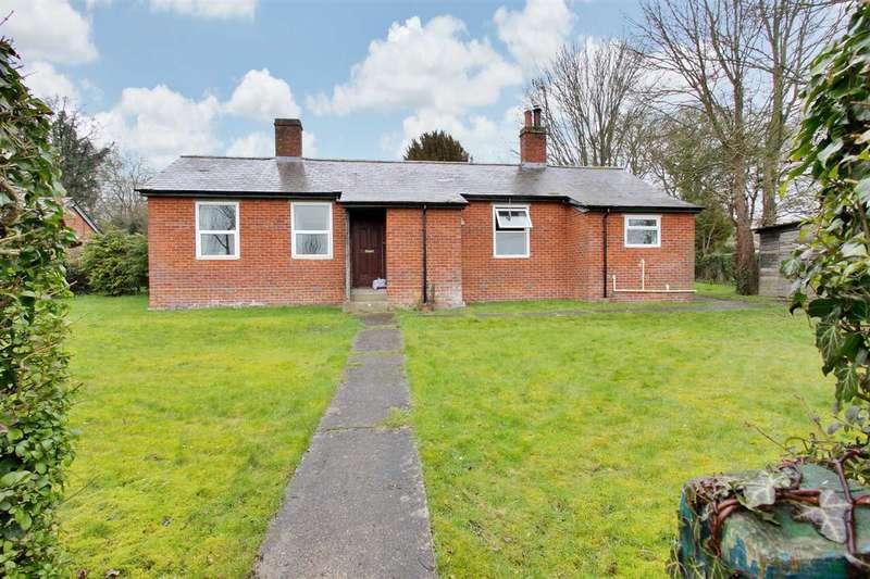 3 Bedrooms Bungalow for sale in Elm Road, Overton
