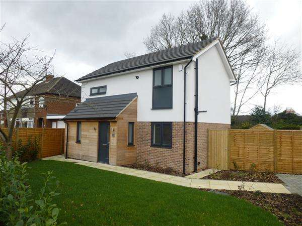 3 Bedrooms Detached House for sale in Water Lane, Clifton, York
