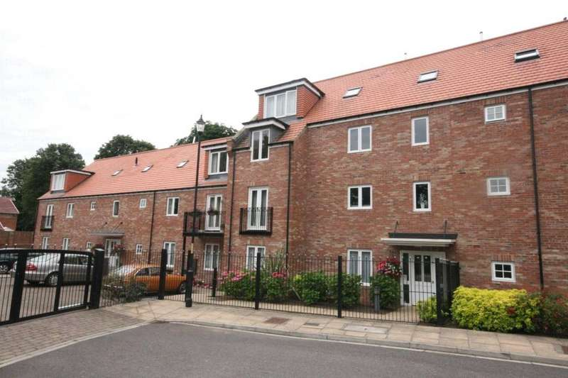 1 Bedroom Flat for sale in Christopher House, Blandford Close