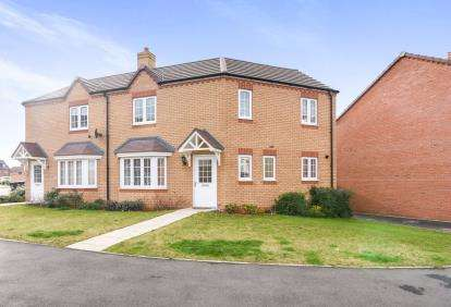 3 Bedrooms Semi Detached House for sale in Cornflower Drive, Evesham, Worcestershire, .