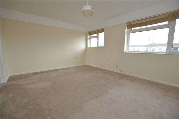 2 Bedrooms Flat for sale in Twenty Acres Road, Bristol, BS10 6PP