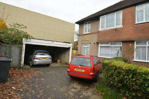 2 Bedrooms Maisonette Flat for sale in Montrose Avenue, Slough SL1 4TN