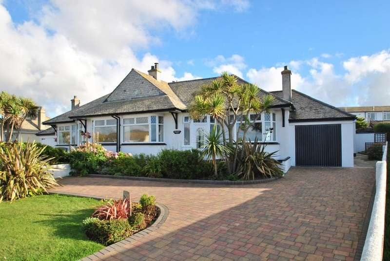 3 Bedrooms Bungalow for sale in Manewas Way, Newquay