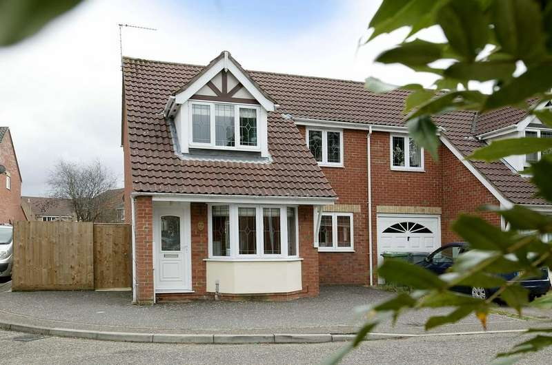 3 Bedrooms End Of Terrace House for sale in Firethorn Close, Taverham