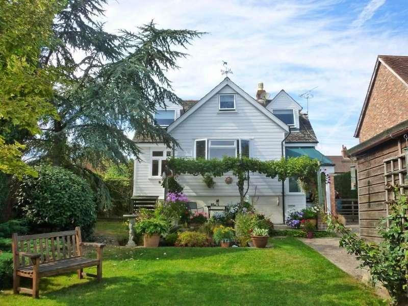 3 Bedrooms Detached House for sale in Hartley Road, Cranbrook, Kent, TN17 3QU