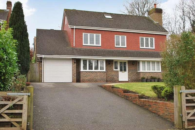 5 Bedrooms Detached House for sale in Tuggles Plat, Warnham, RH12
