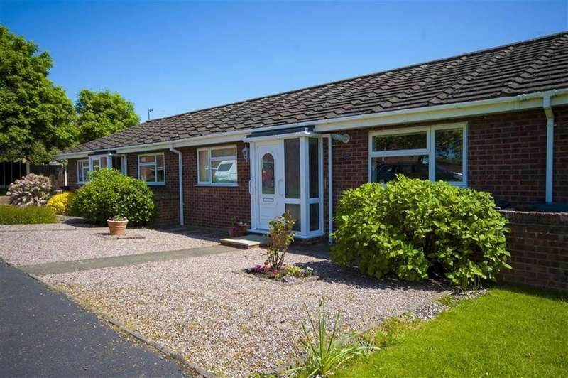 2 Bedrooms Terraced Bungalow for sale in Salcombe Drive, London Road Estate, Shrewsbury, Shropshire