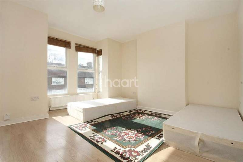 2 Bedrooms Flat for sale in Brookscroft Road, Walthamstow