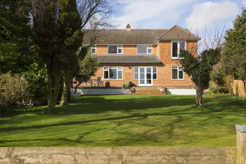 4 Bedrooms Detached House for sale in Fairway, Kibworth Beauchamp, Leicestershire, LE8 0LB