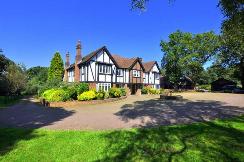 6 Bedrooms Detached House for sale in New Forest, BH24 3HT