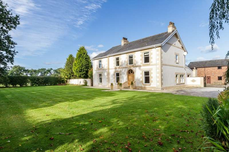 5 Bedrooms Detached House for sale in Reedgate Lane, Crowley