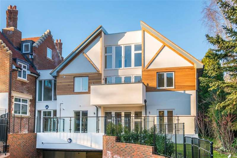3 Bedrooms Penthouse Flat for sale in Scholars Place, South Park Drive, Gerrards Cross, Buckinghamshire