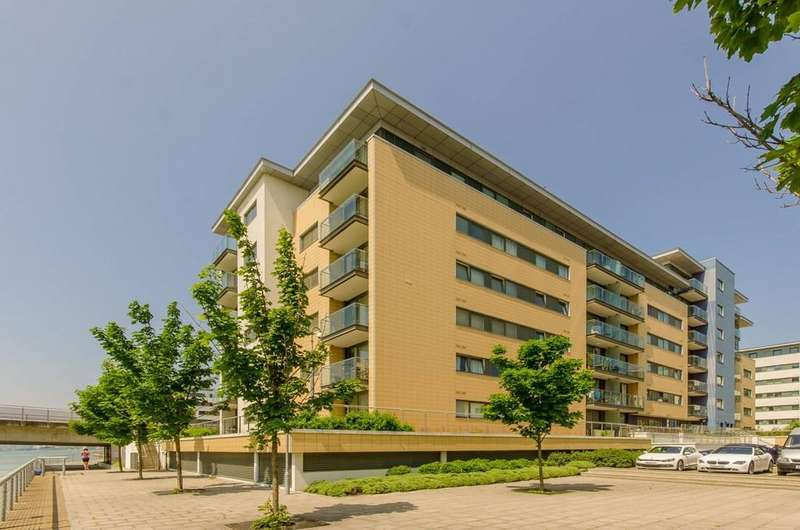2 Bedrooms Apartment Flat for sale in 109 Fathom Court, 2 Basin Approach, London