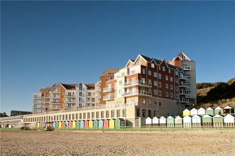 2 Bedrooms Flat for sale in Honeycombe Beach, Honeycombe Chine, Bournemouth, Dorset, BH5