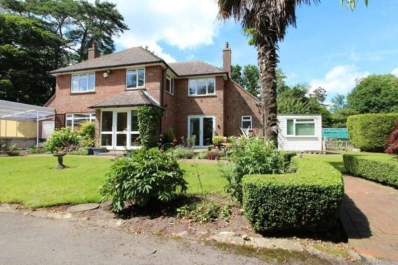 4 Bedrooms Detached House for sale in WINKTON