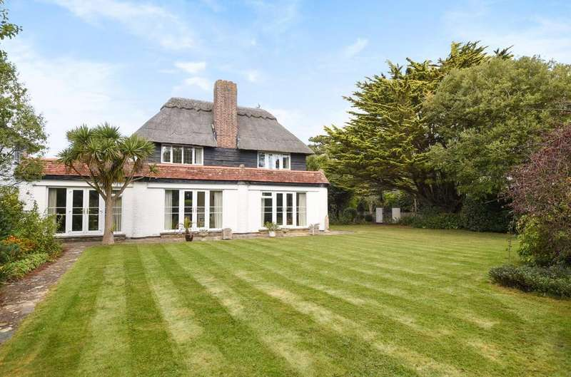 3 Bedrooms Detached House for sale in The Fairway, Aldwick Bay, Bognor Regis, PO21