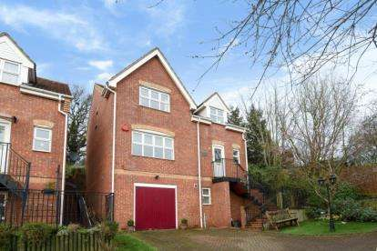 5 Bedrooms Town House for sale in Darlands Drive, Barnet