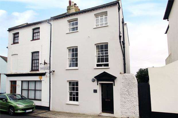 3 Bedrooms Semi Detached House for sale in North Place, Littlehampton, West Sussex, BN17
