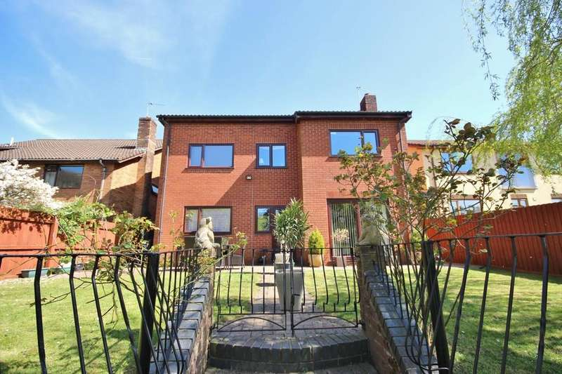 5 Bedrooms Detached House for sale in Castell Coch View, Tongwynlais