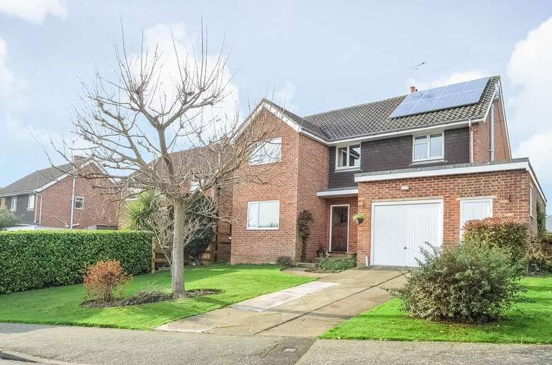 4 Bedrooms Detached House for sale in Orchard Way, Horsmonden