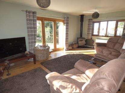 2 Bedrooms Bungalow for sale in Woodgreen, Fordingbridge, Hampshire