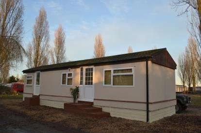 2 Bedrooms Detached House for sale in Waterside Holiday Park, Essex, Uk