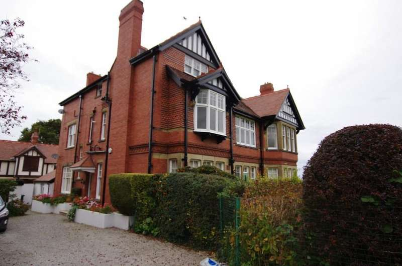 3 Bedrooms Apartment Flat for sale in Brackley Avenue, Colwyn Bay
