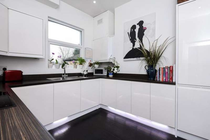 2 Bedrooms Flat for sale in Earlsfield Road, Earlsfield, SW18