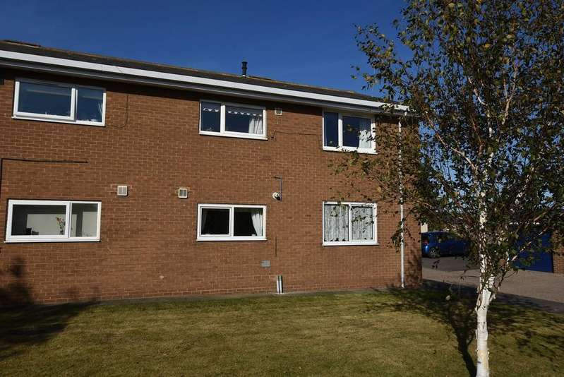 2 Bedrooms Ground Flat for sale in Poplar Drive, Whitburn