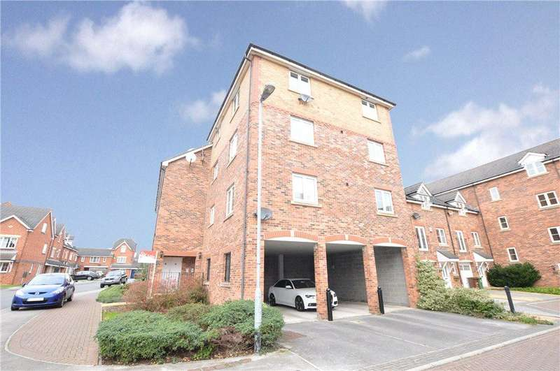 2 Bedrooms Apartment Flat for sale in Moorcroft Court, Ossett, West Yorkshire
