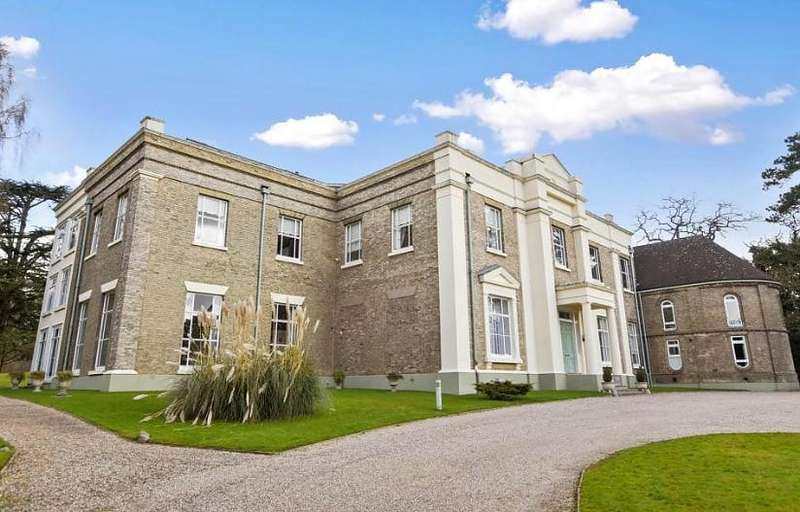 2 Bedrooms Ground Flat for sale in Lilystone Hall, Stock Village, Essex, CM4