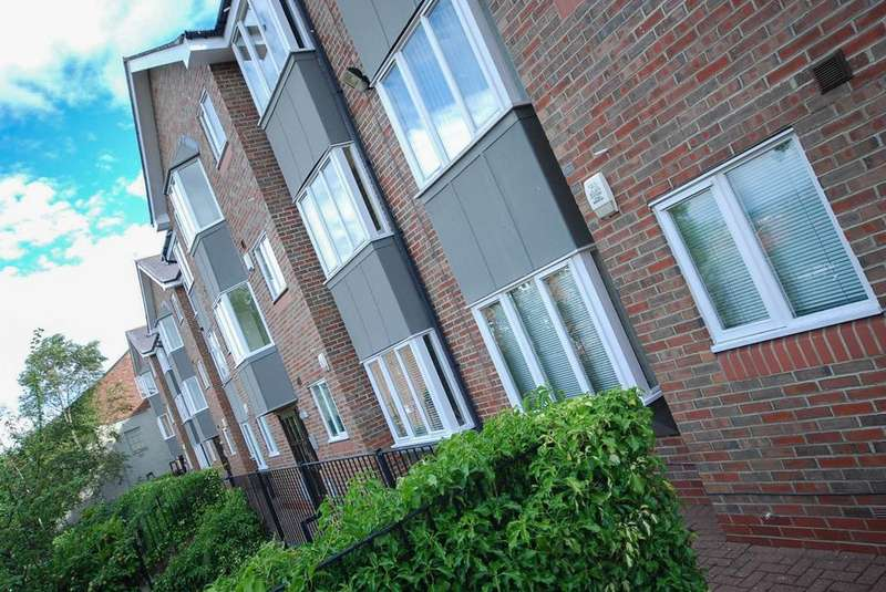 2 Bedrooms Flat for sale in Forster Court, Low Fell