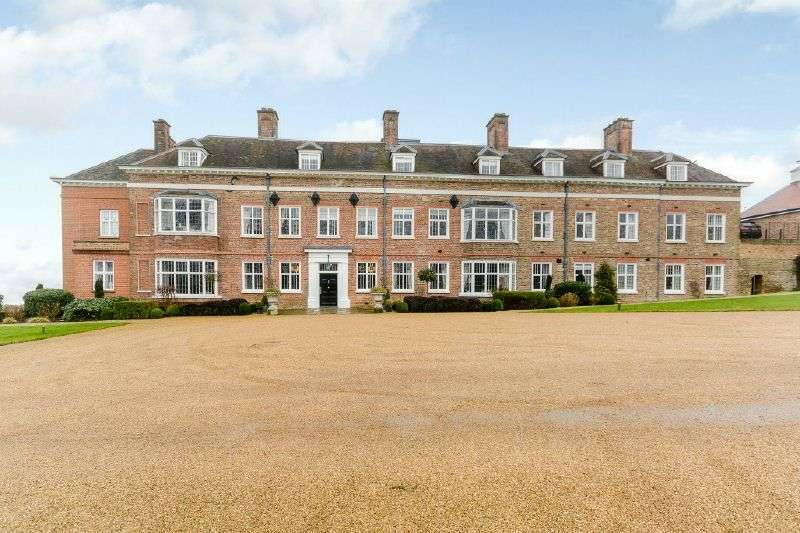 3 Bedrooms Flat for sale in Breakspear House, Breakspear Road North, Harefield, Middlesex, UB9