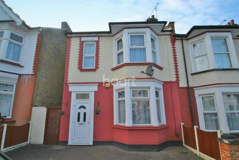 3 Bedrooms Semi Detached House for sale in Inverness Avenue, Westcliff